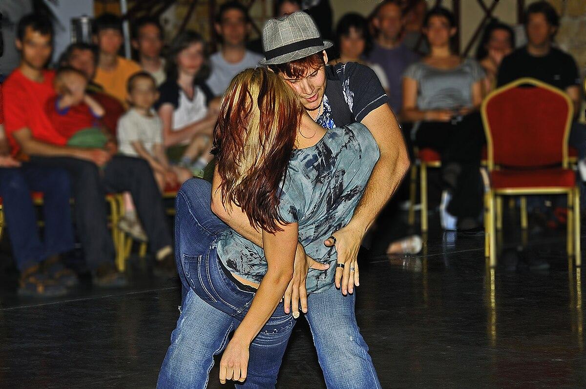Danse De Salon Combs La Ville