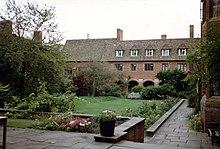 Westcott House quad, Cambridge.jpg