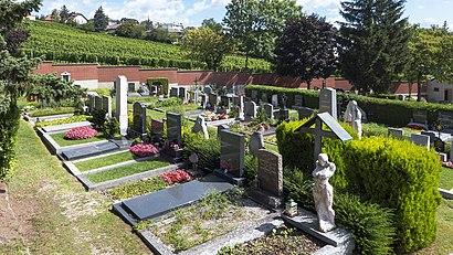 So kommt man zu Friedhof Kalksburg mit den Öffentlichen - Mehr zum Ort Hier