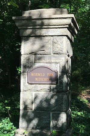 Metuchen, New Jersey - Image: Woodwild Park, Metuchen, NJ stone gate