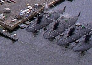 Yūshio-class submarines in Yokosuka, -26 May 1994 b.jpg