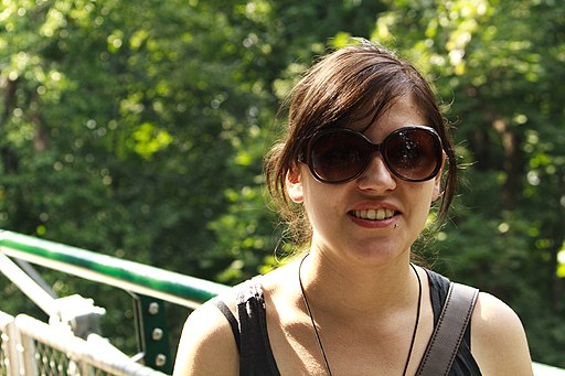 Young woman -sunglasses -visiting Zoo Vienna-7Aug2009