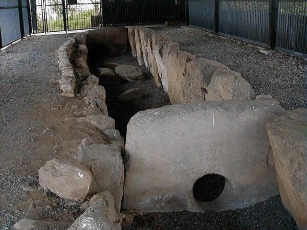 Züschen tomb1