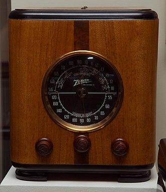"Zenith Electronics - A Zenith Model 5-S-220 ""cube"" radio circa 1937."