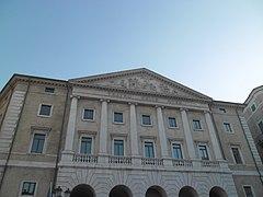 Zgrada u Anconi.jpg