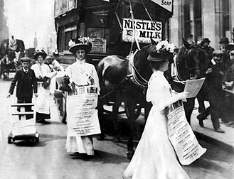 Votes for Women (newspaper) - Women selling the newspaper on Fleet Street in London, in 1908