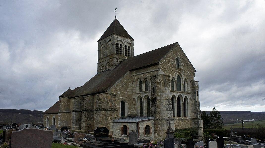 Église et calvaire à Cuis.