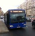 Автобус Mercedes-Benz, маршрут Б, Земляной Вал, Москва.jpg