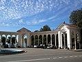 Знаменитая гагрская колонада часть2 - panoramio.jpg