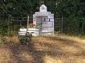 Могила лейтенанта Чайки І.С. в лісі біля с.Берестовець 02.jpg