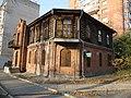 Необычная архитектура,построено из кирпича и брёвен..JPG