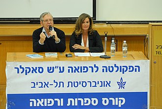 Amos Oz - Amos Oz speaking at Tel Aviv University, faculty of medicine in 2011