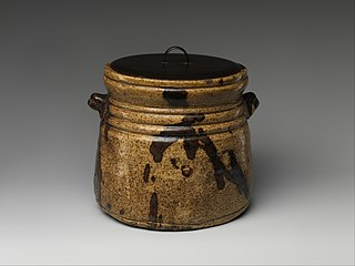 type of Japanese pottery