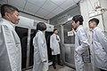 03.20 總統視察衛生福利部疾病管制署檢驗及疫苗研製中心-嚴重特殊傳染性肺炎檢驗實驗室 (49678220508).jpg