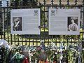 10. Bucuresti. Romania. Flori in memoriam Reginei Ana. Portretele Regelui Ferdinand I si al sotiei sale Regina Maria.jpg