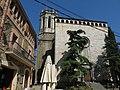 113 Plaça de l'Església, amb l'Ajuntament i Sant Isidor (la Pera).jpg