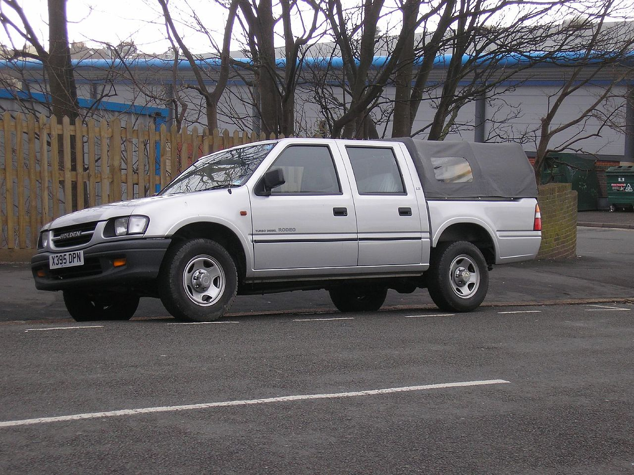 File:1998-2001 Holden Rodeo (TF) LX Crew Cab 4-door utility (2006-03-25).jpg