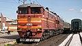 2ТЭ10УТ-0094 с поездом Воркута - Лабытнанги на станции Воркута.jpg