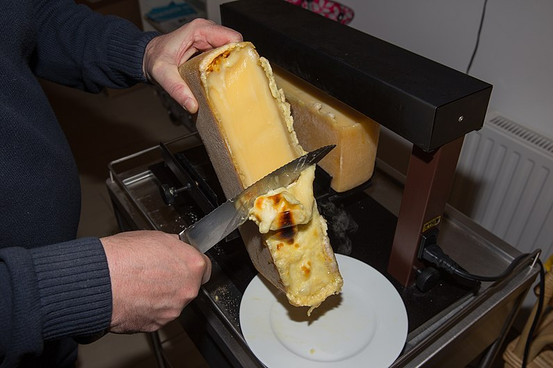 2015-01-06 Wiki Loves Cheese Racletteessen bei WMAT 7654.jpg