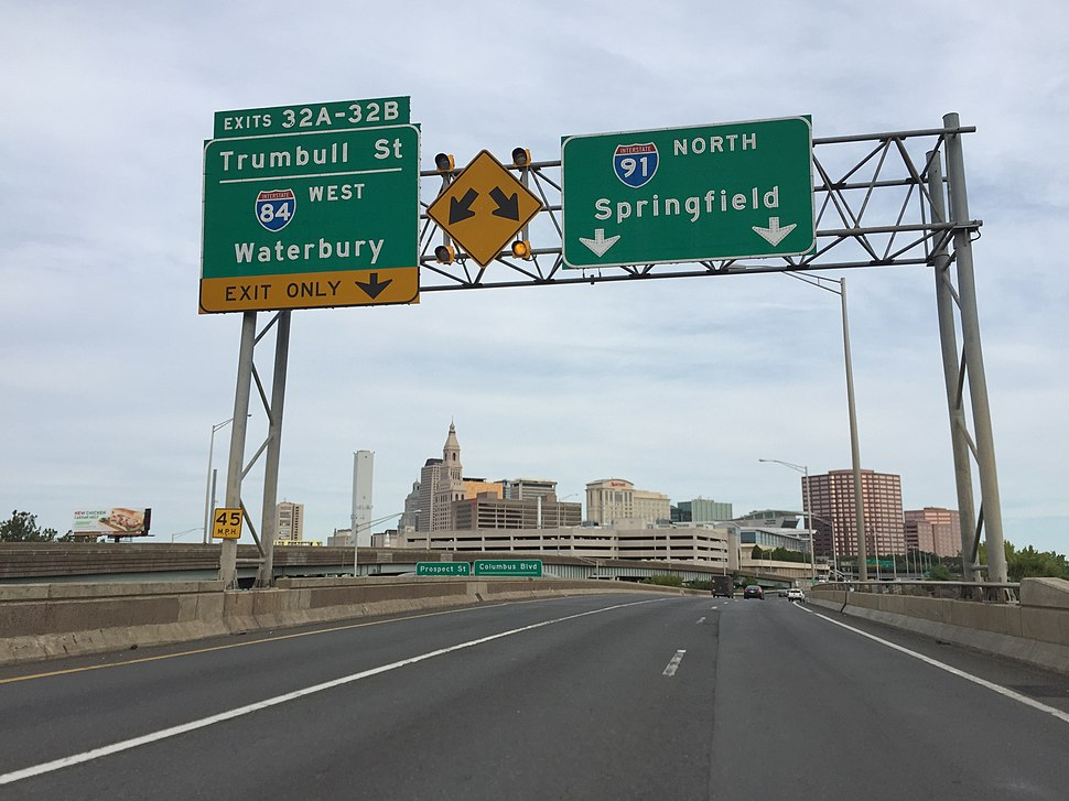 2016-09-03 08 43 40 View north along Interstate 91 at Exit 32 (Trumball Street-Interstate 84) in Hartford, Hartford County, Connecticut