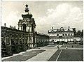 29681-Dresden-1959-Zwingerhof und Kronentor-Brück & Sohn Kunstverlag.jpg