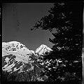 3.3.65. Pic du Midi et village de la Mongie dans la neige (1965) - 53Fi5069.jpg