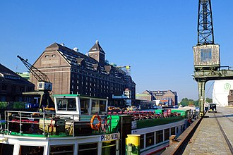 Moabit - Berlin's largest inland port marks Moabit's northern border with Wedding.