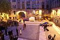 4947 Synagoga Pod Białym Bocianem. Dziedziniec przed synagogą. Foto Barbara Maliszewska.jpg