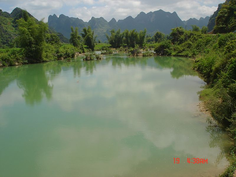 File:571 trügerische Ruhe des Flusses.JPG