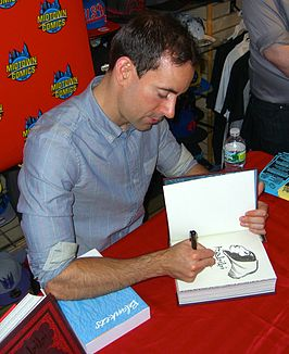 Craig Thompson signeert een exemplaar van Habibi opMidtown Comics te Manhattan in 2011.