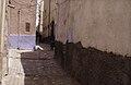 ASC Leiden - van Achterberg Collection - 13 - 26 - Des enfants dans une rue entre des maisons roses - Ghardaïa, Mzab, Algérie - Avril-mai 1981.jpg
