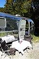 Airstream Aussen Tisch Tag.jpg