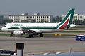 Alitalia, EI-DTH, Airbus A320-216 (16455901662).jpg