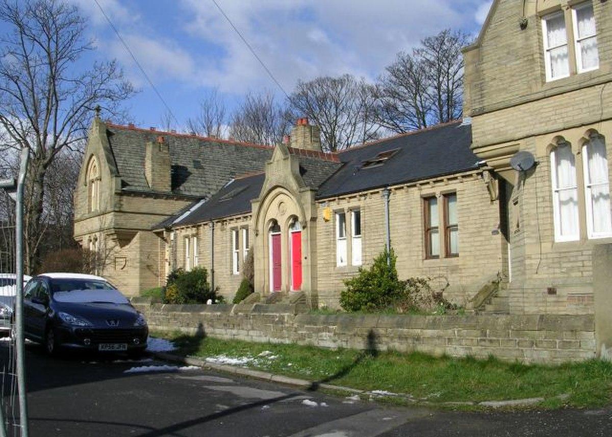 Almshouses - Macturk Grove, Whetley Lane - geograph.org.uk - 733455.jpg