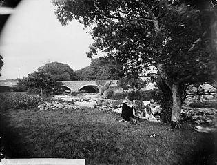 An artist near the bridge, Llanystumdwy