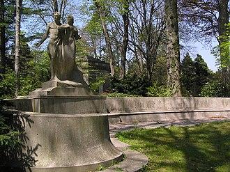 Woodlawn Cemetery (Bronx, New York) - Image: Anna Bliss Titanic Memorial April 2012