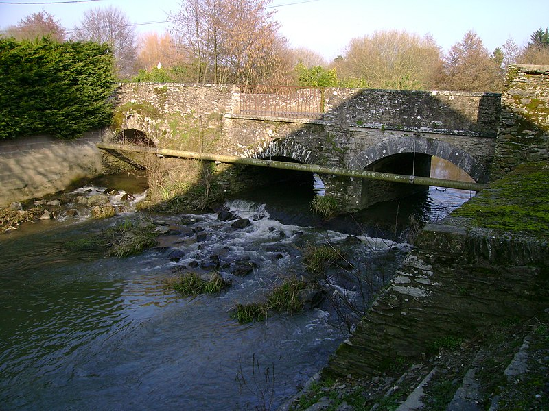 """Pont à trois arches, dit """"l'Arche Saint-Denis"""", sur le ruisseau du Grand-Gué, Candé, 49, France"""