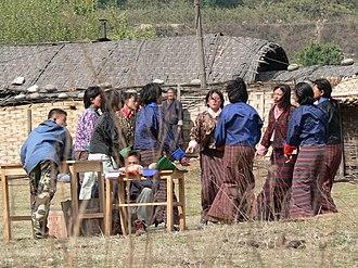 Archery in Bhutan - Archery cheerleading