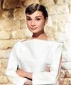 Audrey Hepburn 1956 (colorized).png