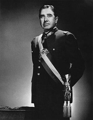 Augusto Pinochet - Image: Augusto Pinochet foto oficial