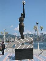 Một bức tượng trên Đại lộ các ngôi sao, một nơi tôn vinh điện ảnh Hồng Kông.