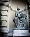 BERN Bundeshaus sculpture ( Schwarz auf weiss) - panoramio.jpg