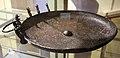 Bacile in bronzo con protomi di grifo, da tomba H tumulo del molinello, VI sec. ac. 01.JPG