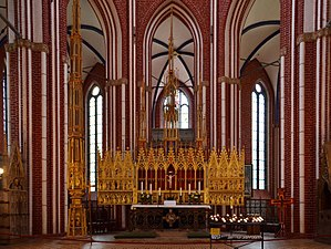 Doberan Minster - Doberan Münster, choir with the high alar and tabernacle (left).