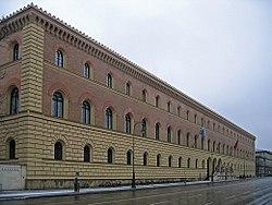 Bayerische Staatsbibliothek - München - Westansicht.jpg