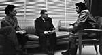 Simone de Beauvoir, links, saam met Jean-Paul Sartre en Che Guevara in Kuba.