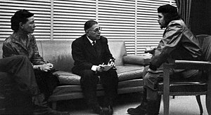 Jean-Paul Sartre - Jean-Paul Sartre (middle) and Simone de Beauvoir (left) meeting with Che Guevara (right) in Cuba, 1960