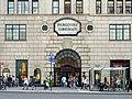 Bergdorf Goodman Entrance (48064101137).jpg