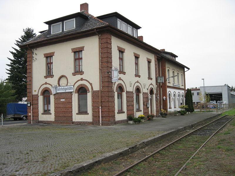 File:Bodenwerder Kemnade Bahnhof 2.jpg