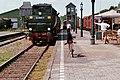 Br 52 8060-7 rolt met een trein het station binnen. (35886802443).jpg